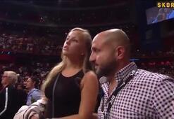 UFC yıldızı Alexander Gustafsson modaya uydu.