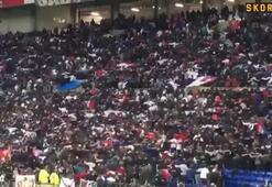 Lyon taraftarından Ajax maçında tribün şov
