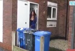 İç çamaşırlarıyla çöp dökmeye çıktı