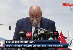 Tuğrul Türkeşin konuşma yaptığı alanda dikkat çeken görüntü