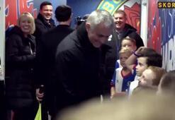 Maskot hakemi trolledi, Mourinho gülmekten yıkıldı