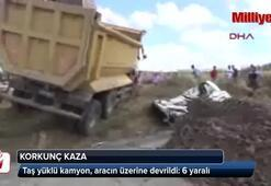 Taş yüklü kamyon, aracın üzerine devrildi: 6 yaralı
