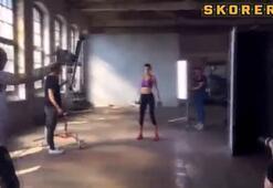 Adriana Lima boksa fena merak sardı