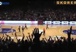 İnanılmaz son saniye basketi Kendi potasından...