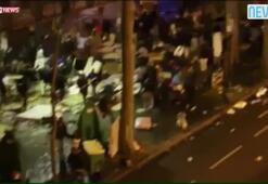 Uyuyan göçmenlere saldırdılar, Parisin göbeği savaş alanına döndü
