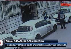 Hırsızla ev sahibinin sokak ortasındaki kavgası kamerada