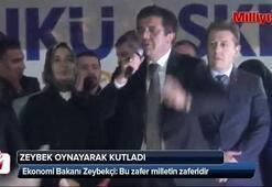 Zeybekçi, Zeybek oynayarak kutladı