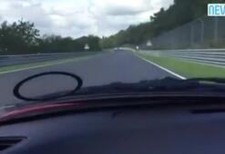 Yarış pistinde otomobilini test etmek isterken...