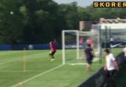Zlatan kaleci ile dalga geçti