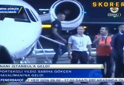 Uçak merdiveninde Naniye sürpriz