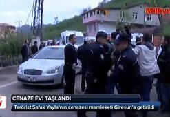Terörist Şafak Yayla'nın evine taşlı saldırı