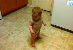 Yürümeyi öğrenmeden dans etmeyi öğrenen bebek - İzle