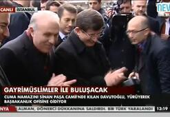 Başbakan Ahmet Davutoğlu ofisine yürüyerek gitti