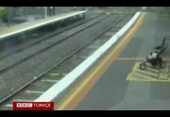 Pusetindeki 18 aylık bebek tren raylarına düştü