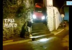 Merdivenden inen otomobil