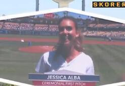 Maçı Jessica Alba başlattı