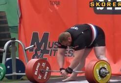 Dünya rekoru 461 kilo kaldırdı...