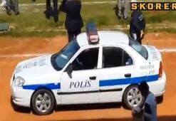 Polis aracından maç kadrosu ve istiklal marşı okundu