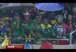 Mandela töreninde sahte çevirmen skandalı