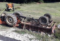 Devrilen traktörün altında kalan baba öldü, oğlu yaralı