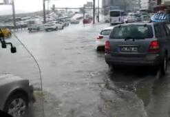 Son dakika:  E-5i su bastı Trafik kilitlendi