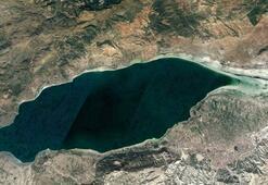 Burdur Gölünün kuruyan alanları gözyaşı damlasını andırdı