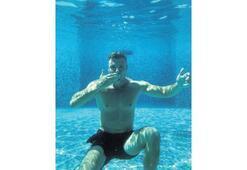 Su altında yeni yaş pozu