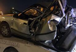 İzmirde TIR otomobile çarptı: 1 ölü, 1 yaralı