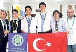 Liseliler, Tayland'dan ödülle döndüler