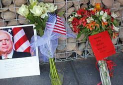 Turmpı cenazede istemeyen McCain, Obamanın konuşma yapmasını vasiyet etti