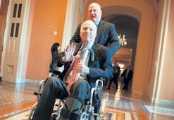 McCain 'savaş'a yenik düştü