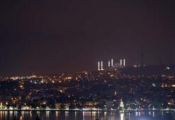 İstanbulda dün gece bir ilk yaşandı Çamlıca Camiinin minareleri...