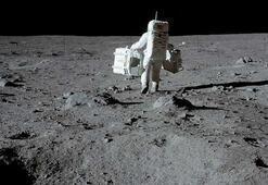 NASA, Ay yüzeyinde su buzulları keşfetti
