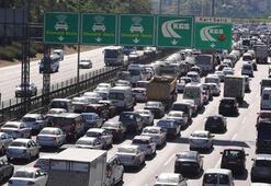 Tatile gidecekler dikkat... Bayram trafiğinden kurtulmak için önemli uyarı