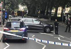 Son dakika... Londrada otomobil yayalara çarptı Alarm verildi...