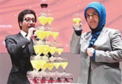 Emine Erdoğan bardak çekme yarışında
