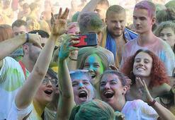 Sırbistanda renk festivali