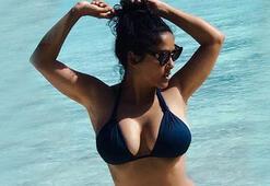 Salma Hayek'ten 51 yaş bikinisi