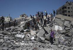 Gazzeli gençler vurulan kültür merkezinin enkazında sahne aldı