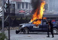 Pakistanda polise saldırı: 3 ölü