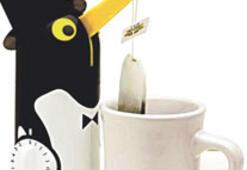 Çayın demlenmesini bekleyen penguen