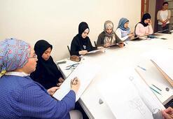 KADEM'den Suriyeli kadınlara resim dersi