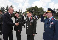 Cumhurbaşkanı Erdoğan ve YAŞ üyeleri Anıtkabirde...