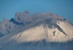 Meksikada Popocatepetl Yanardağı patladı