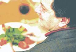 """""""Yemeğin tadını kaçıran en önemli şey sofradaki sıkıcı insanlar"""""""