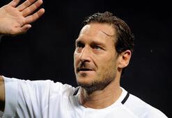 Totti: Messi, Romaya gelirse 10 numarayı ellerimle veririm