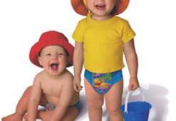 Küçük yüzücülere mayo bebek bezi