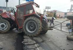 TIR ile çarpışan traktör ikiye bölündü: 2 yaralı
