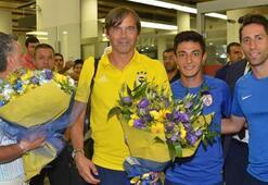 Fenerbahçe, İzmirde çiçeklerle karşılandı