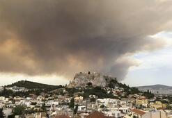 Atina yangınla mücadele ediyor